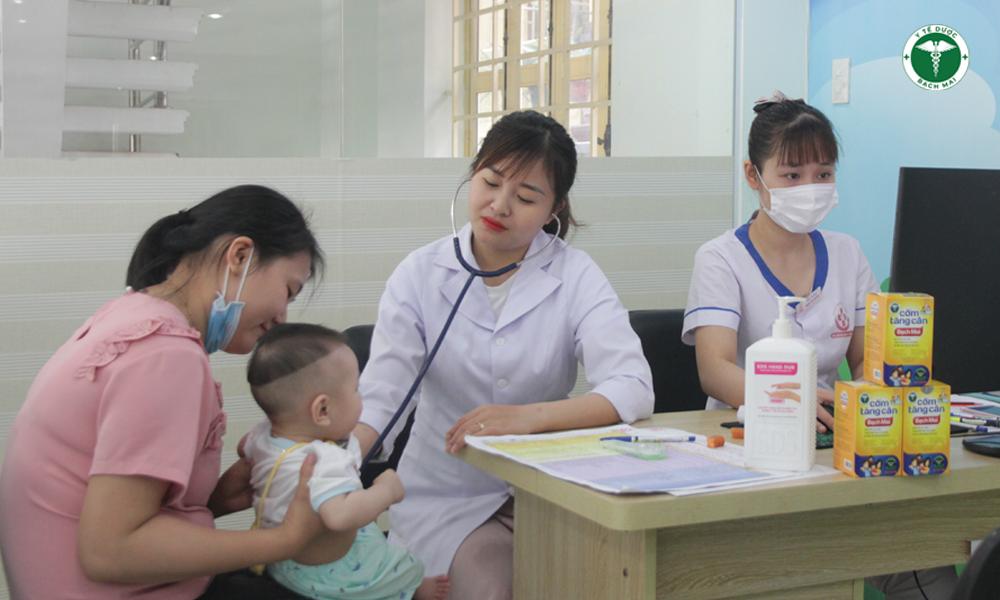 Y tế dược Bạch Mai đồng hành cùng trung tâm tiêm chủng chăm sóc sức khỏe bé từ những năm tháng đầu đời